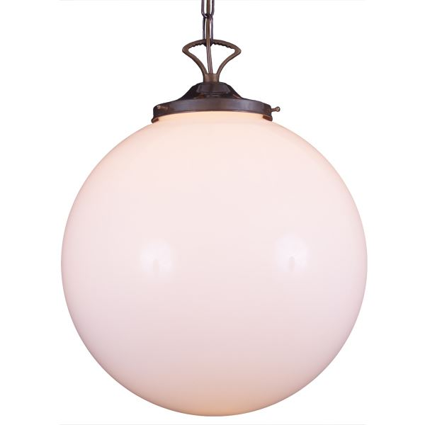 """With a refreshing design, the Yerevan Globe Pendant Light 40 cm will update your contemporary or modern décor."""